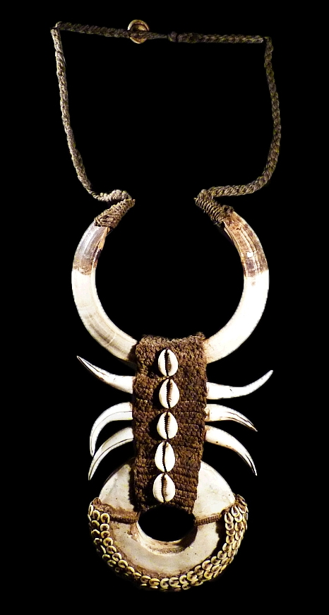 PAPUAN NECKLACE